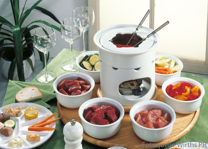 klassisches fleisch fondue frohe festtage. Black Bedroom Furniture Sets. Home Design Ideas